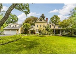 4 BR,  3.50 BTH Colonial style home in Southbury
