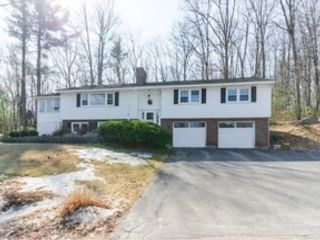5 BR,  3.50 BTH Single family style home in Nashua
