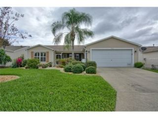 3 BR,  2.50 BTH 2 story style home in Stuart