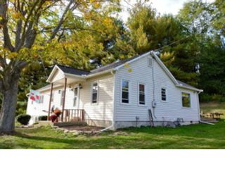 3 BR,  2.50 BTH Commercial style home in Dale