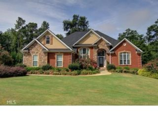 4 BR,  3.50 BTH Ranch style home in Covington