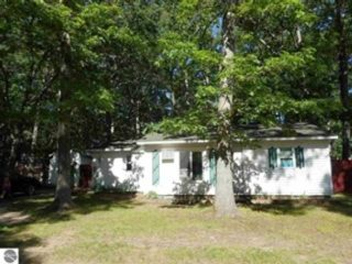 6 BR,  3.50 BTH Single family style home in Cohasset