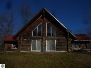 4 BR,  3.00 BTH  Single family style home in Cohasset