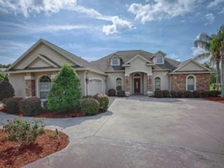 4 BR,  3.50 BTH Single family style home in Mount Dora