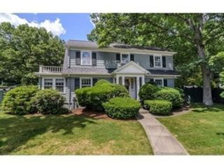 3 BR,  2.50 BTH Cape cod style home in Harvard
