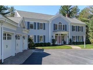 5 BR,  4.50 BTH Colonial style home in Wellesley