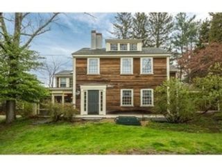 4 BR,  3.50 BTH Farm house style home in Harvard