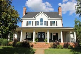 3 BR,  1.50 BTH Single family style home in Little Mdws