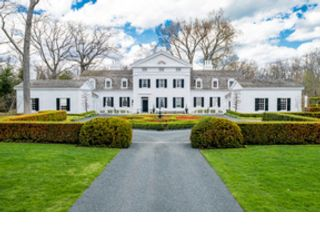 6 BR,  6.50 BTH Colonial style home in Lake Forest