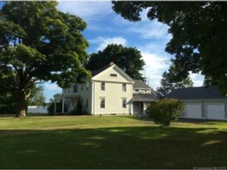 4 BR,  3.00 BTH Colonial style home in Litchfield