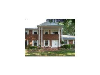 5 BR,  6.00 BTH  Single family style home in Leesburg