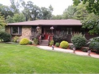 3 BR,  3.50 BTH 2 story style home in Binghamton