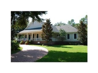 3 BR,  3.00 BTH Single family style home in Leesburg