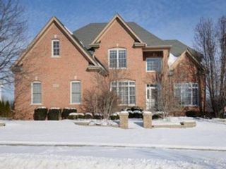 4 BR,  3.50 BTH Single family style home in Naperville