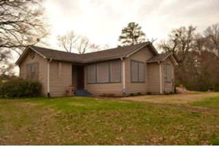5 BR,  4.50 BTH Single family style home in Woolwich