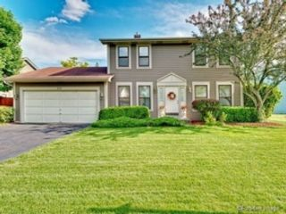2 BR,  2.00 BTH Condo style home in Crestwood