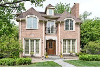 3 BR,  2.50 BTH Raised ranch style home in Shorewood