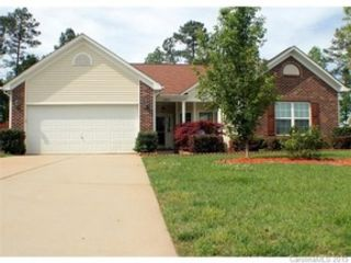 5 BR,  5.50 BTH Traditional style home in Riverwoods