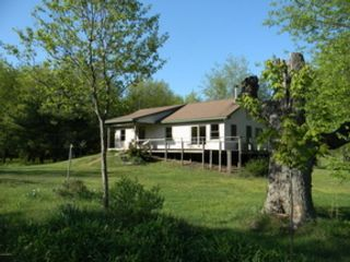 3 BR,  1.50 BTH Bi level style home in Auburn