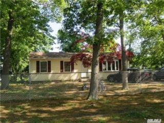 5 BR,  2.00 BTH Single family style home in Jacksonville