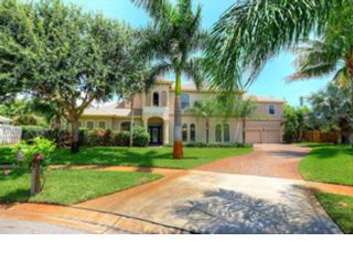 4 BR,  2.50 BTH 2 story style home in Indialantic